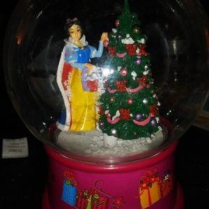 Disney snow White battery operated snowglobe